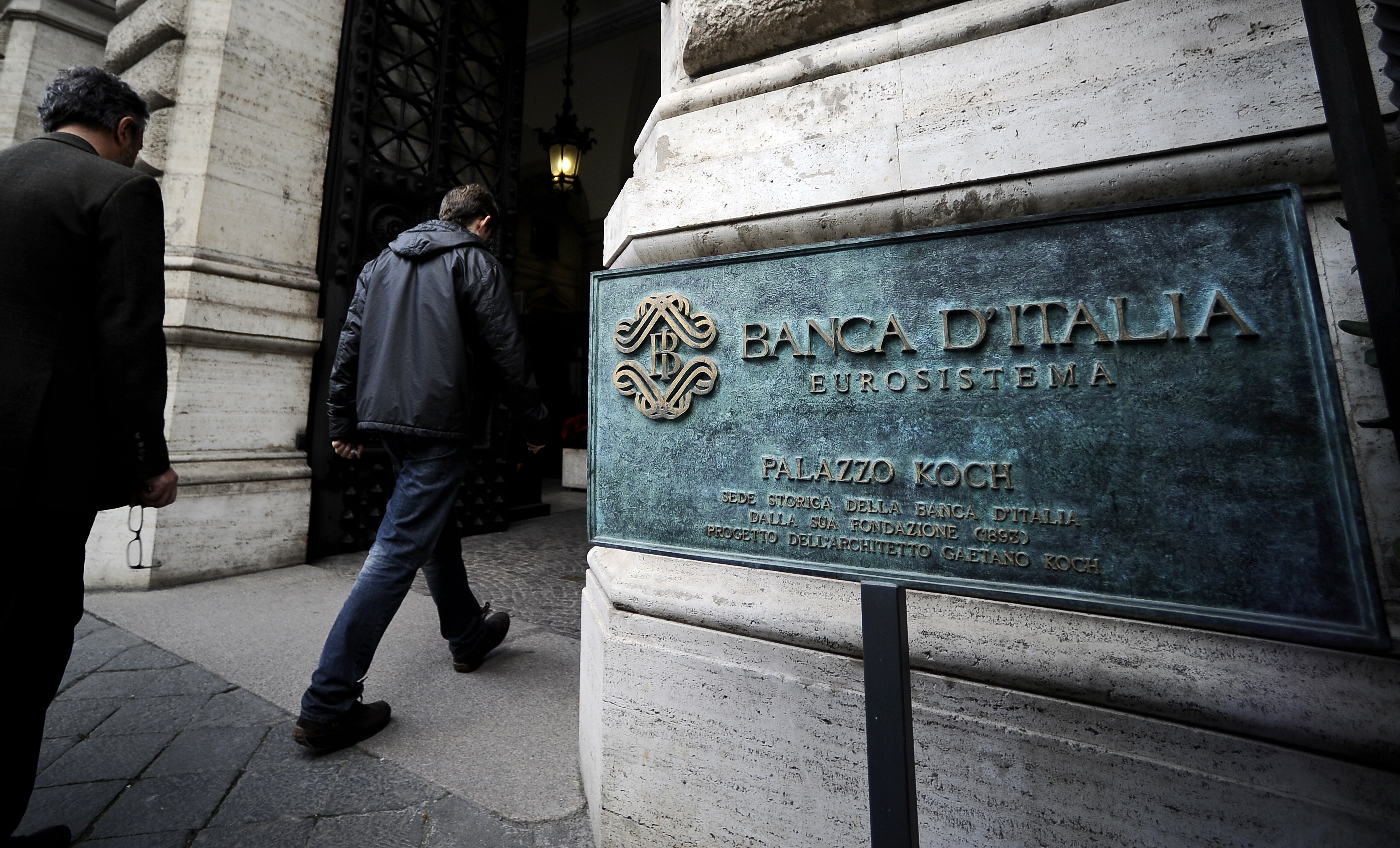 """People enter the Bank of Italy in Rome where a conference in honour of the late economist Tommaso Padoa-Schioppa takes place on December 16, 2011. Italy's Prime Minister Mario Monti said Padoa-Schioppa, a former Italy's finance minister and commonly considered a founding father of the euro, had understood """"the need for Europe to strengthen policy apparatus around fiscal policy but to go beyond towards communitarian policies for growth."""" AFP PHOTO / FILIPPO MONTEFORTE (Photo credit should read FILIPPO MONTEFORTE/AFP/Getty Images)"""